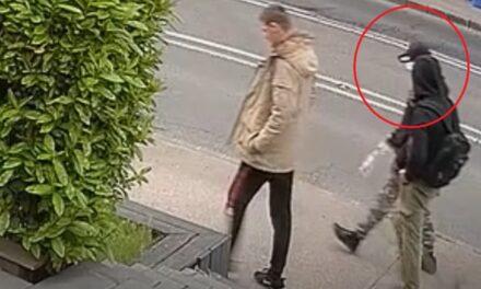 Elkötöttek egy autót Pest megyében, majd a benne talált bankártyákkal vásároltak a Kolosy téren – Ezt két fért keresik most a zsaruk – fotók, videó