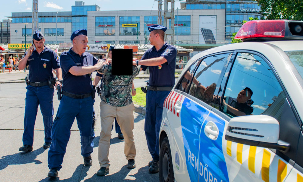 Veszélyes drogosok és alkoholisták uralkodnak az Örs vezér terén, a rendőrség régóta tud róluk mégsem sikerült teljesen rendet tenni a téren