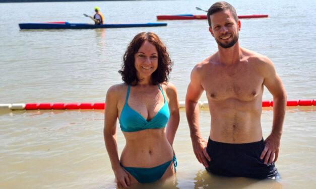 Bikiniben pózol Szabó Tímea és felsőtestet villant Tordai Bence a Római-parti strandon