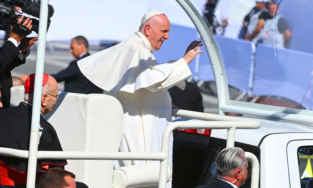 Véget ért Ferenc pápa budapesti látogatása: a Szentatya elköszönt a magyaroktól, már tovább is indult Pozsonyba