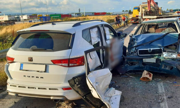 Drámai baleset az M0-ás közelében, a sérült vérétől vörös lett az autó oldala