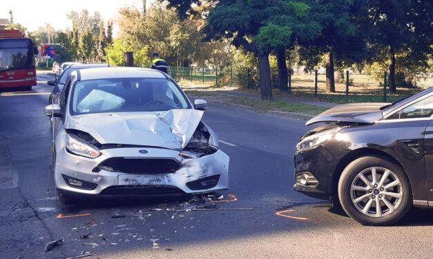 Frontális karambol az Árpád híd közelében, kirobbantak a légzsákok, kórházba vitték az egyik sofőrt