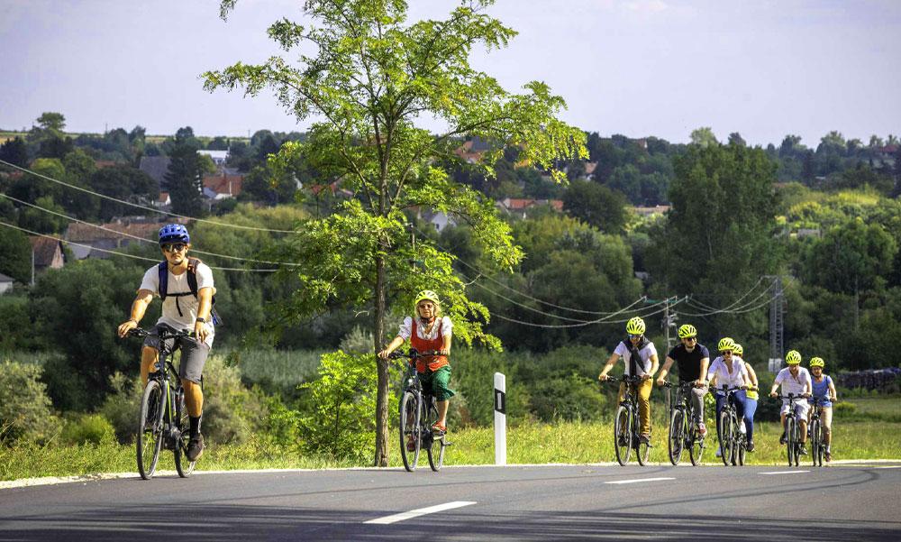 Forradalmi kerékpárút-fejlesztést szeretne az agglomerációban Vitézy Dávid, a Levegő Munkacsoport korábbi elnökségi tagja szerint csak kampányfogás az egész