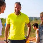 """""""Szállj be a játékba!"""" – Dávid Kornéllal közösen hívta kosarazni a budakeszi fiatalokat Győri Ottilia polgármester"""