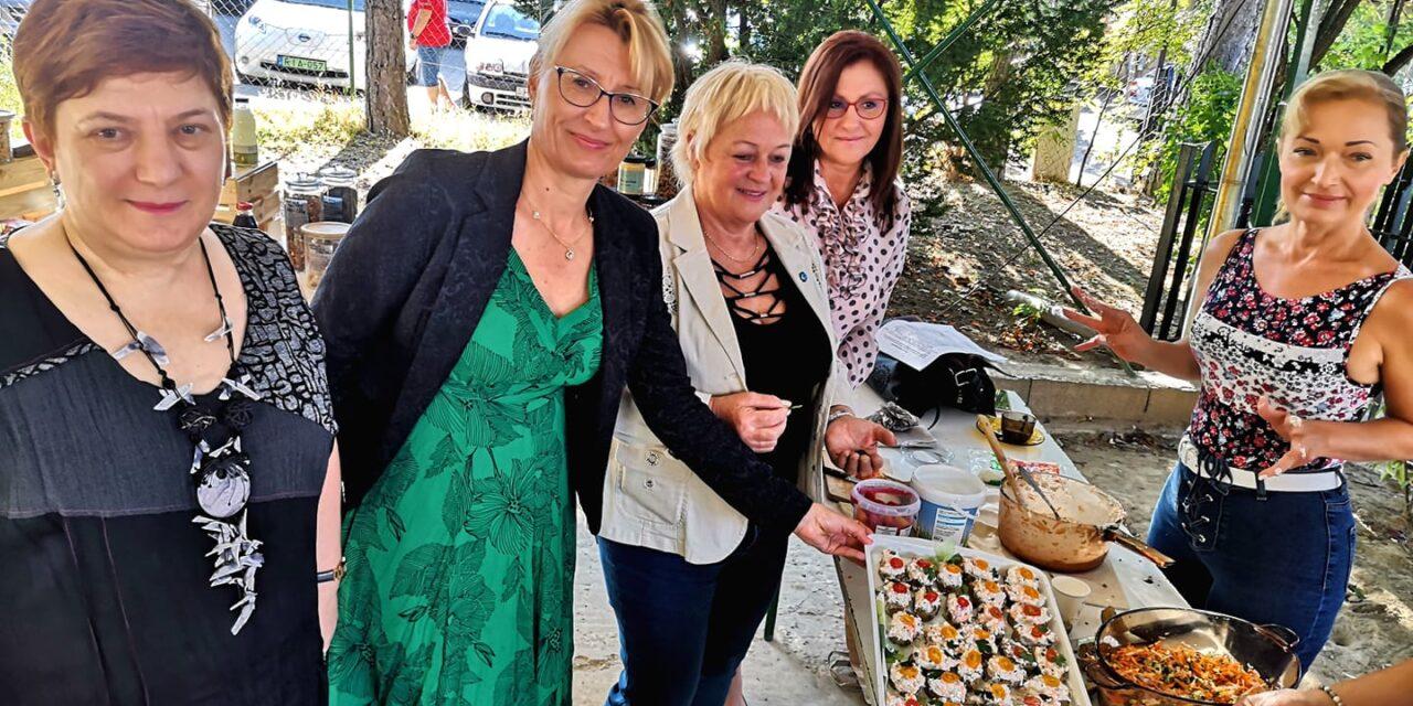 """""""Azzá leszel, amit eszel"""" – egészséges ételeket népszerűsítettek  orvosok és helyi termelők a budakeszi gasztronómiai vásáron"""