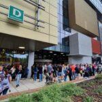 Megnyitott Budapest legújabb bevásárlóközpontja, tolongtak az emberek a kapunyitás előtt: nézd meg velünk elsőként az Etele Plazát belülről