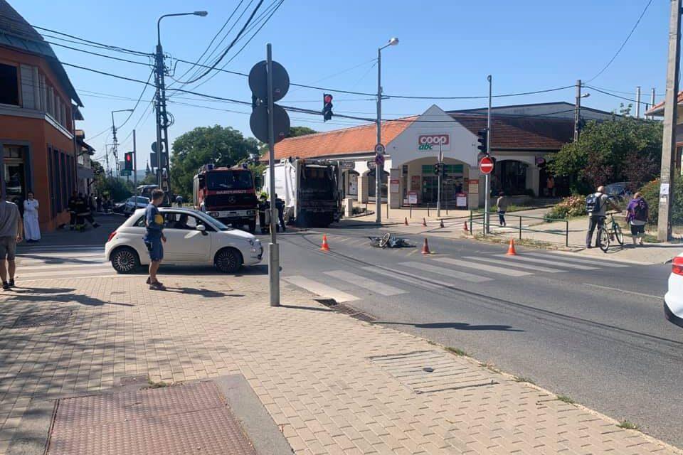 Szemétszállító autó gázolt halálra egy idős férfit Budakeszin, teljes útzár van a Fő utcán