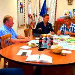 Fontos kupaktanács az asztalnál: Versenyzőkből szövetségesek lettek, már nem egymást akarják lenyomni, hanem együtt akarnak sikert elérni a pesti agglomeráció polgármesterei