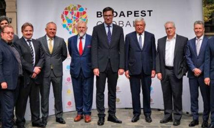 A milliárdos OTP-vezér Csányi Sándorral és a dúsgazdag MOL elnökkel fotózták le Karácsony Gergelyt a Budapest Global alakuló ülésén