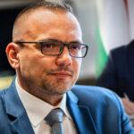 Titokzatos beruházó állhat az új szigetszentmiklósi logisztikai park háttérben, Orbán Viktor aláírásán még a polgármester, Nagy János is meglepődött