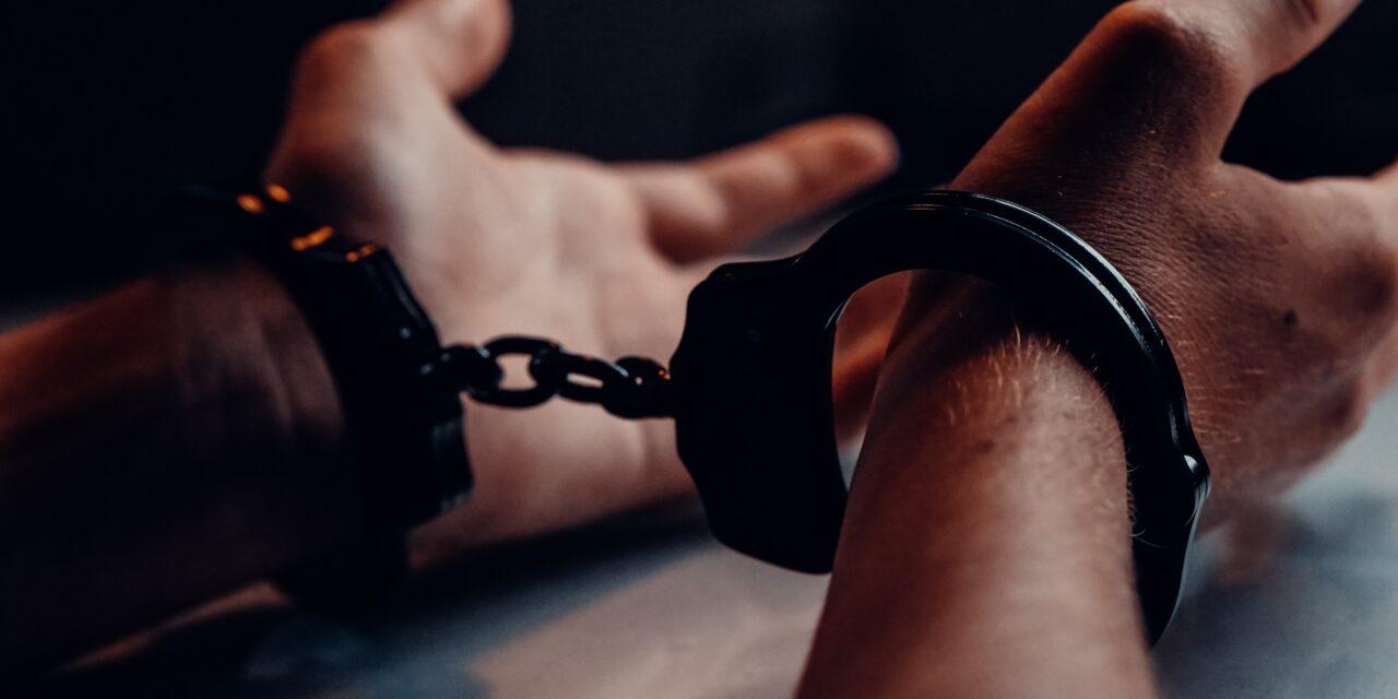 Többéves bujkálás után kattant a bilincs a TOP 50-es körözött bűnöző kezén: 21 elfogatóparancs volt ellene, végül így ütöttek rajta a zsaruk