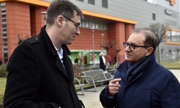 Tóth Csaba visszalép a jelöltségtől, a zuglói képviselőjelölt elmenekült a sajtótájékoztatójáról