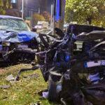 Drámai baleset a Hungárián: Rosszul lett a sofőr, becsapódott egy autóba, több jármű összetört, az utcán élesztették újra a sofőrt