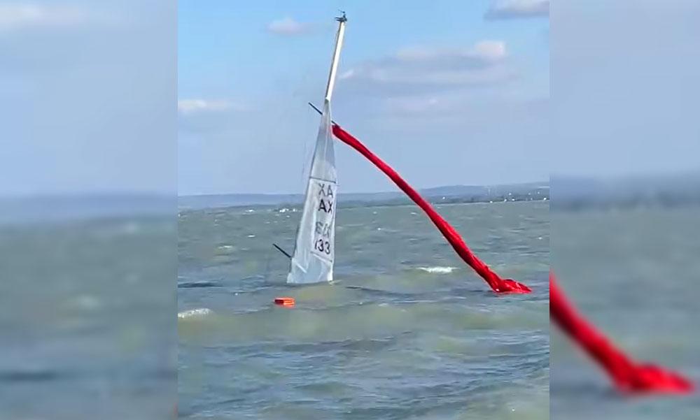 Elsüllyedt egy hajó a Balatonon, a vízimentők segítettek, közben elítéltek egy hajóskapitányt mert piált és zátonyra futott a hajója