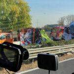 Halálos baleset az M1-esen: egy pályajavító munkás meghalt, ketten pedig megsérültek, miután egy kamion nekirohant a közútkezelő autójának