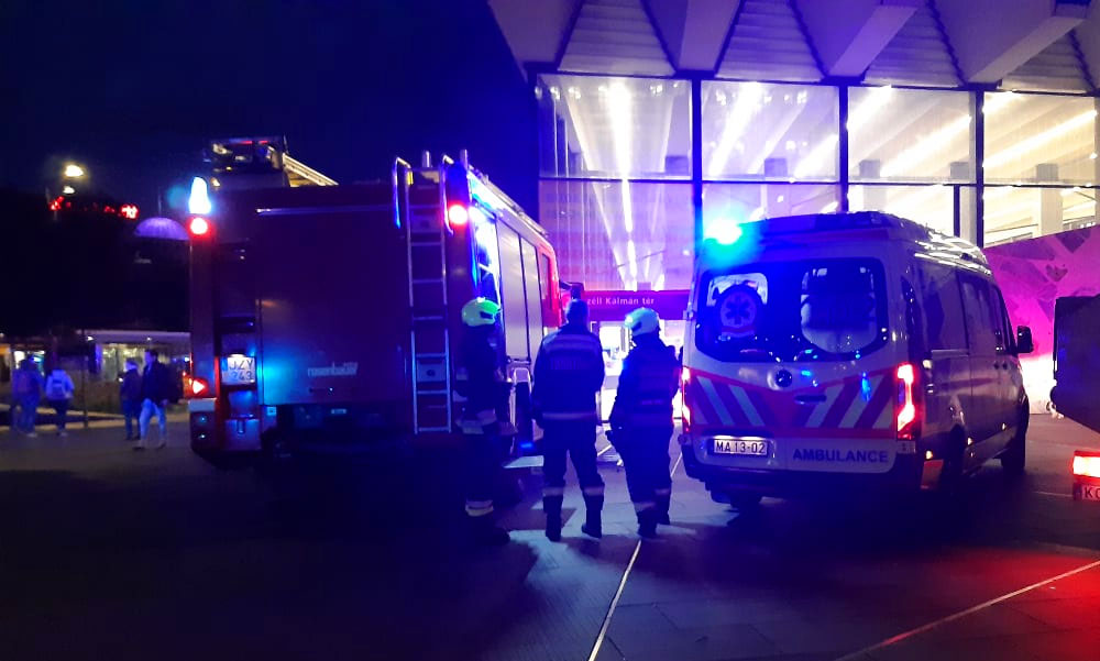 Halálos metrógázolás: Egy 16 éves lány esett a 2-es metró elé a Széll Kálmán térnél
