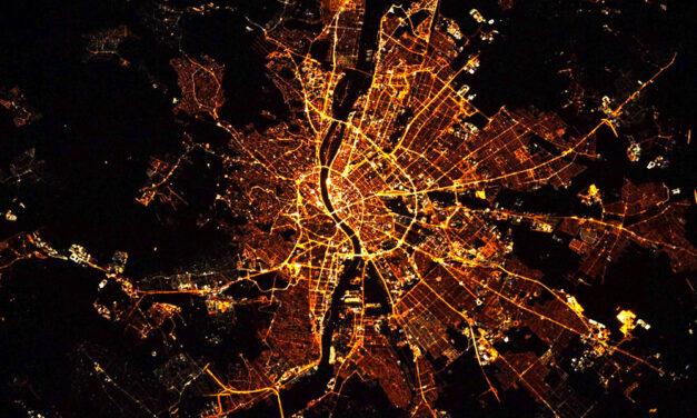 """""""Micsoda kép"""" – Vitézy Dávid nem bírt magával amikor meglátta, hogyan néz ki péntek este Budapest a Nemzetközi Űrállomásról"""