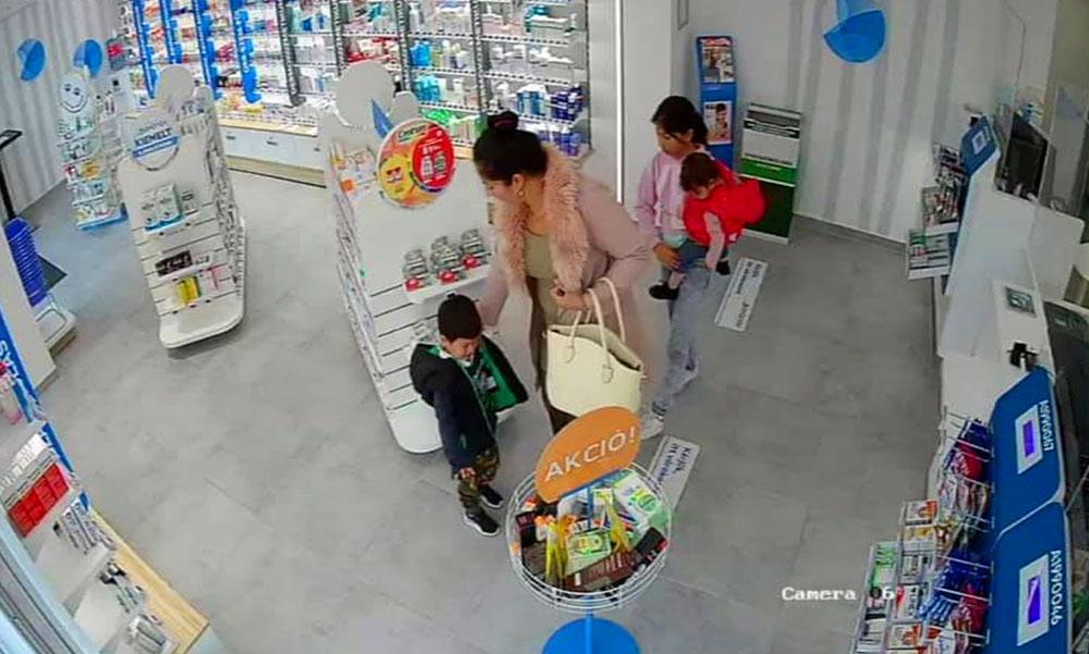 Betanítottan lopott a 3 éves kisfiú az érdi patikában, az édesanyja fedezte, a térfigyelő azonban mindent látott