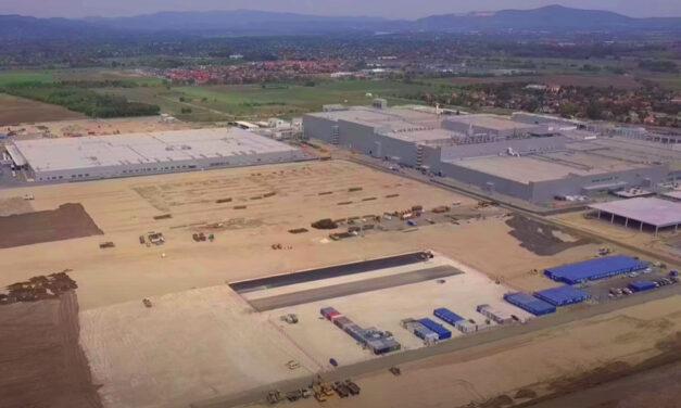 """""""Az agglomerációba építjük a világ legnagyobb akkumlátorgyárát, akarjátok-e? Na ezt senki sem kérdezte meg"""" – mondják Gödön, ahol katasztrófára készülnek a Samsung gyár mellett élők"""