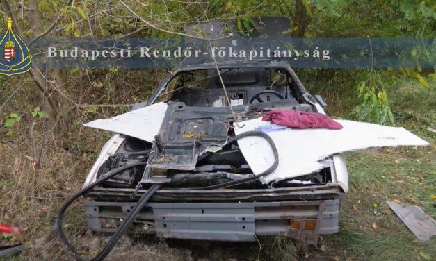 Nem jutottak messzire: rommá törték a lopott autót a csepeli tolvajok – videó