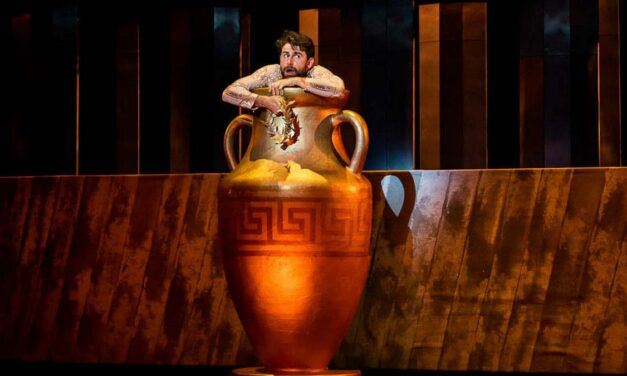 Heraklész a Bábszínházban, Hangjegy Színház Gödöllőn, Hangszínház a Krisztinavárosban, boldog hülyék, kiutak a válságból – kellemes keddi programok
