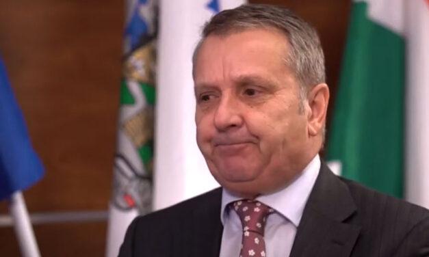 Elvesztette körzetét, az MSZP-ből kizárták, mégsem vonul vissza Molnár Gyula – így bukott meg a veterán szocialista politikus
