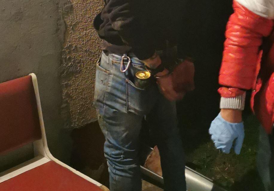 Már hónapok óta terítette a kábítószert: az éj leple alatt csaptak le a zsaruk a gyömrői dílerre – videón a rajtaütés