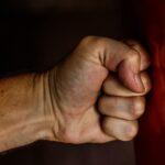 Felváltva ütötték-rúgták a rablók a pomázi telephely alkalmazottját – A bántalmazott férfi végül így tudott meglógni a támadói elől