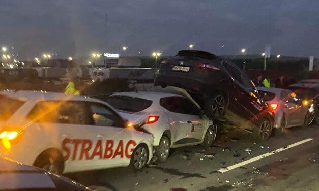 Tömegkarambol az M0-áson: 10 autó ütközött össze, mentők a helyszínen