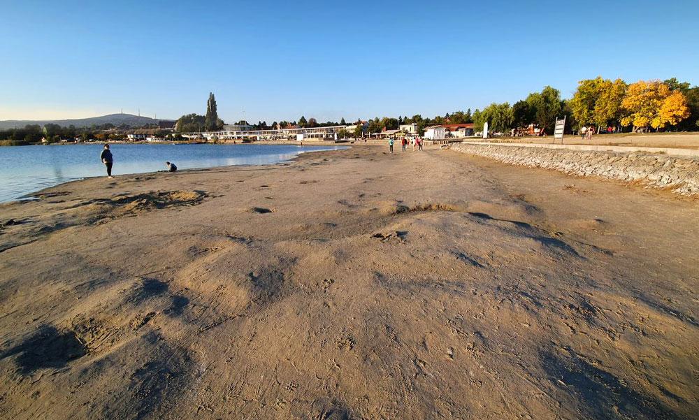 Pocsolya lehet a Velencei-tóból, annyit apadt a víz – megnéztük honnét pótolnák vizet, meglepő dolgot árultak el a helyiek
